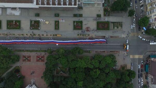 SERBIA_Gigantskiй flag RF v Rostove-na-Donu - Sputnik Srbija