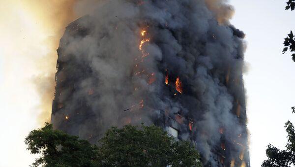 Гашење пожара у солитеру у Лондону - Sputnik Србија