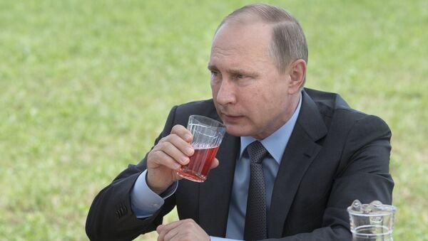 Путин пије - Sputnik Србија