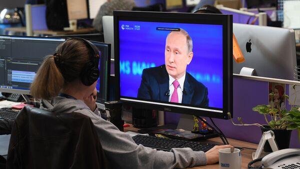 Директна линија са Владимиром Путином 2017. - Sputnik Србија