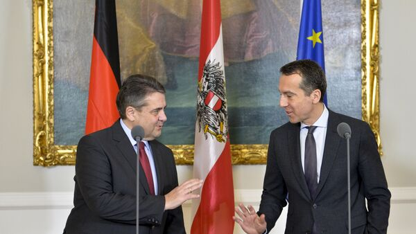 Nemački ministar spoljnih poslova Zigmar Gabrijel i austrijski kancelar Kristijan Kern na zajedničkoj konferenciji za medije u Beču - Sputnik Srbija