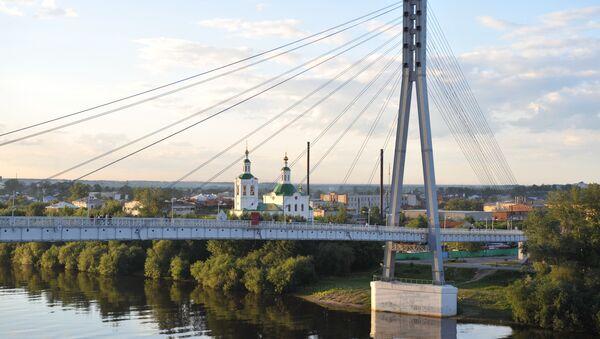Тјумен, поглед на пешачки Мост љубавника преко реке Туре. - Sputnik Србија