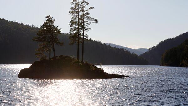 Острво у заливу Бирјуса на реци Јенисеј у Тајга округу код сибирског града Краснојарск. - Sputnik Србија