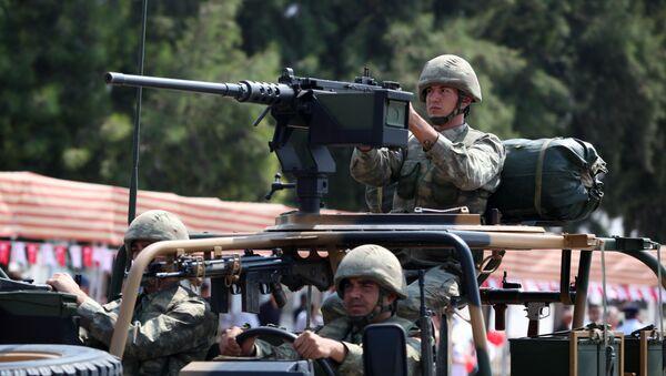 Турски војници у северном делу Никозије, главном граду самопроглашене Турске Републике Северни Кипар  - архивска фотографија - Sputnik Србија