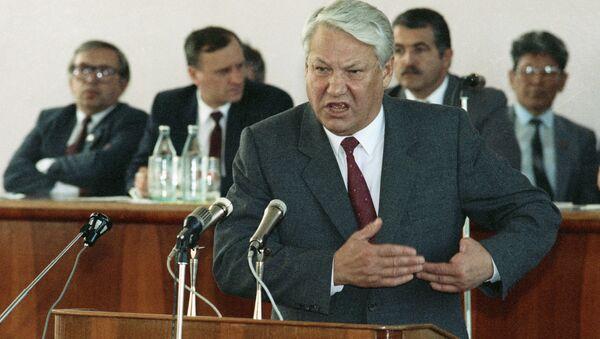 Председник Русије Борис Јељцин говори у граду Степанакерту током решавања карабашког сукоба - Sputnik Србија