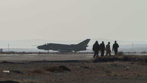 Авион Су-22 сиријске авијације у војној бази у Хомсу - Sputnik Србија
