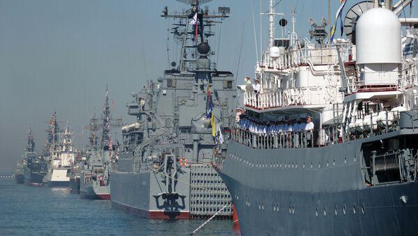 Brodovi Crnomorske flote na generalnoj probi vojno-pomorske parade u Sevastopolju - Sputnik Srbija