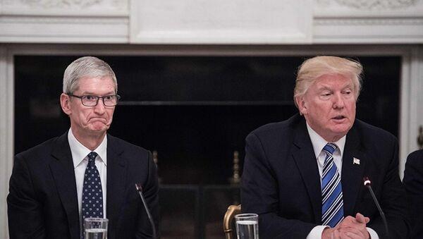 Donald Tramp i Tim Kuk - Sputnik Srbija