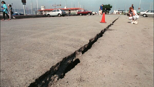 Пукотина раседа Сан Андреас у Сан Франциску након земљотреса - Sputnik Србија