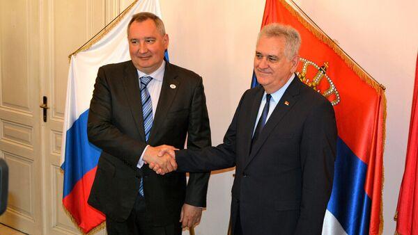 Zamenik ruskog premijera Dmitrija Rogozina i bivši predsednik Srbije Tomislav Nikolić - Sputnik Srbija