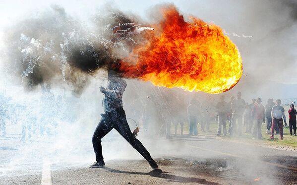 """Рад јужноафричког фотографа Фандулвазија Џајкла """"Протести у граду Грабу"""" - Sputnik Србија"""