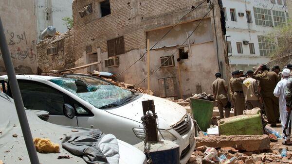 Saudijski policajci na mestu gde se bombaš-samoubica razneo u Meki - Sputnik Srbija