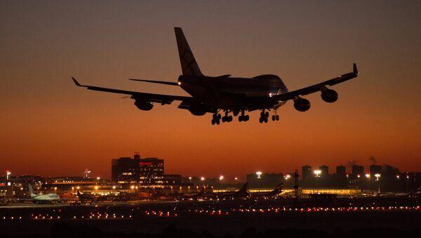 Авион Боинг 747 слеће на аеродром Шереметјево у Москви - Sputnik Србија