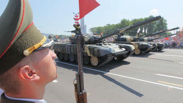Тенкови Т-72 на паради у Минску - Sputnik Србија