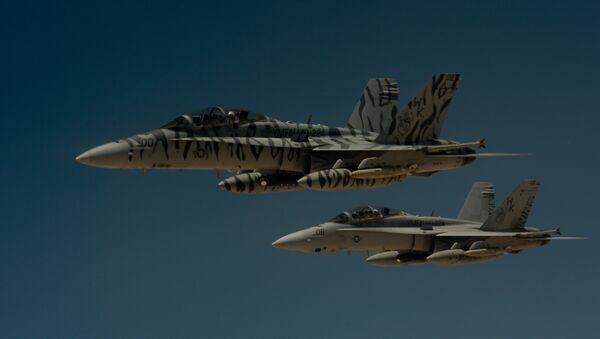 Два америчка авиона Ф-18 Супер хорнет током војне кампање у Сирији - Sputnik Србија