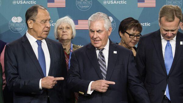 Ministar spoljnih poslova Rusije Sergej Lavrov i američki državni sekretar Reks Tilerson tokom sastanka na Arktičkom savetu na Aljasci - Sputnik Srbija
