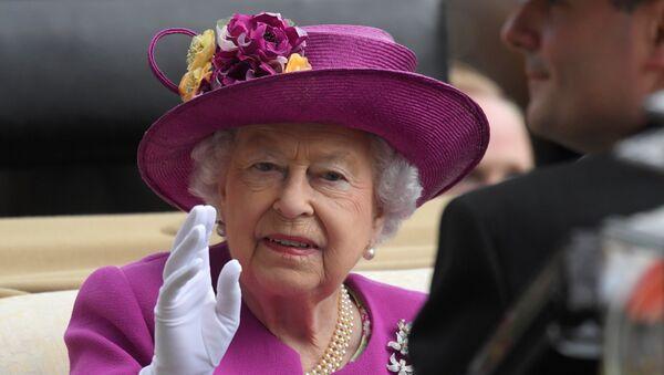 Britanska kraljica Elizabeta na konjskim trkama u Askotu - Sputnik Srbija