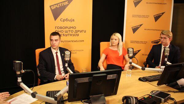 Miloš Pavković, apsolvent FPN-a, Đurđija Mastalo (FPN) i Filip Veljanovski, student FON-a u Sputnjik intervjuu. - Sputnik Srbija