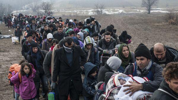 Izbeglice i imigranti dolaze u EU - Sputnik Srbija