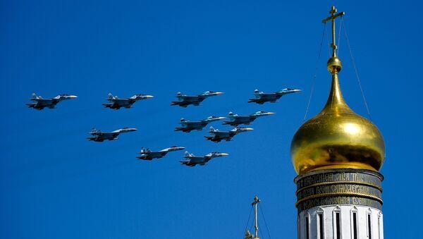 Lovci Su-35, Su-27 i Su-34 na generalnoj probi vojne parade u Moskvi - Sputnik Srbija