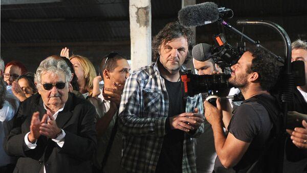 Емир Кустурица на снимању са бившим уругвајским председником Хосеом Мухиком - Sputnik Србија
