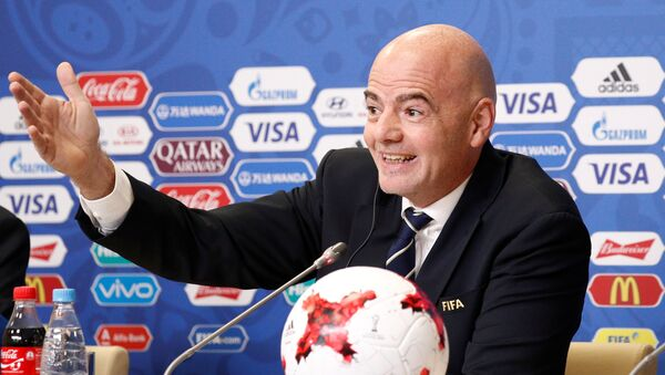 Председник Међународне фудбалске федерације ФИФА Ђани Инфантино током конференције за медије у Санкт Петербургу - Sputnik Србија