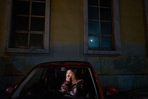 """""""Šta?"""" – Fotografija Danila Garsije di Meja iz Italije. Devojka Ambra koja je gluva i sprema se za noćni izlazak. - Sputnik Srbija"""