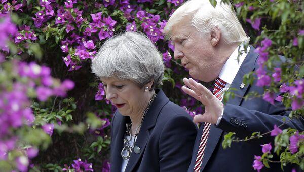 Амерички председник Доналд Трамп и британска премијерка Тереза Меј - Sputnik Србија