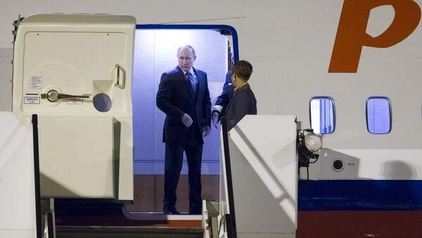 Владимир Путин стуже у Хамбург - Sputnik Србија