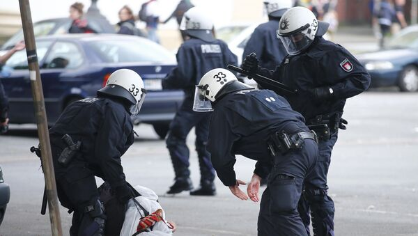 Nemačka policija u sukobu sa demonstrantima koji u Hamburgu protestuju protiv samita G20 - Sputnik Srbija