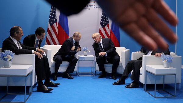 Sastanak ruskog lidera Vladimira Putina i američkog predsednika Donalda Trampa na samtu G20 - Sputnik Srbija