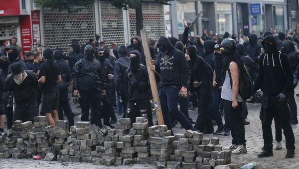 Демонстранти се спремају да се сукобе са полицијом током трајања самита Г20 - Sputnik Србија