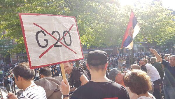 Srpska zastava na protestima u Hamburgu - Sputnik Srbija