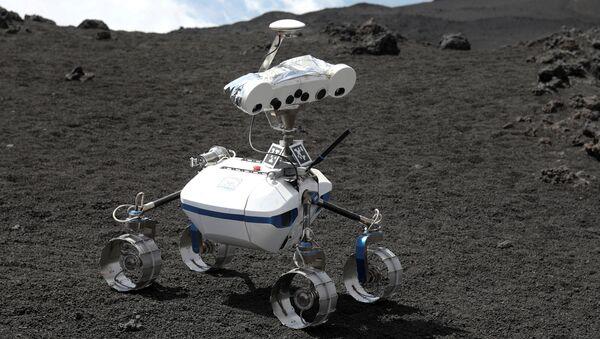 Робот на планини Етна у Италији - Sputnik Србија