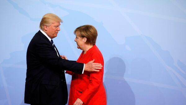 Немачка канцеларка Ангела Меркел и председник САД Доналд Трамп на отварању самита Г20 у Хамбургу - Sputnik Србија