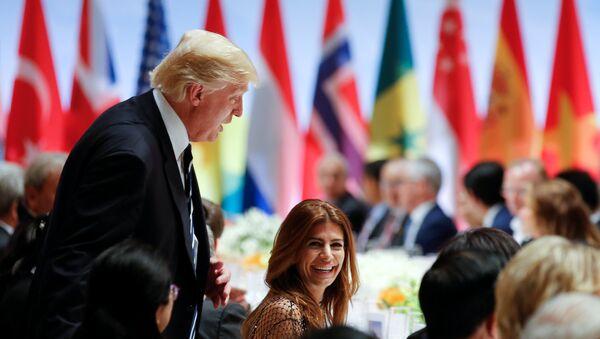 Председник САД Доналд Трамп и супруга председника Аргентине Хулиана Авада на свечаној вечери у оквиру самита Г20 у Хамбургу - Sputnik Србија