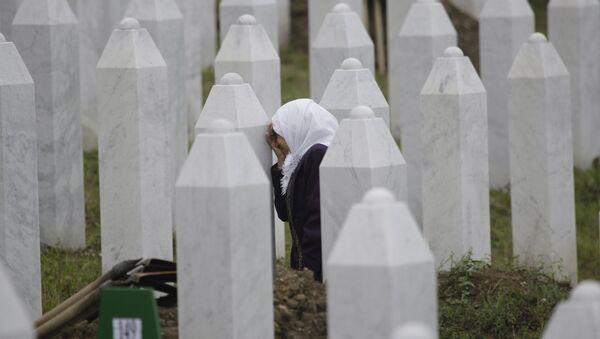 Гробље жртава у Сребреници у Меморијалном центру у Поточарима - Sputnik Србија