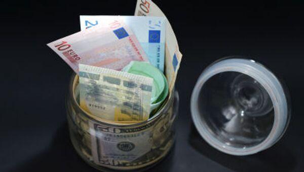 Евро и долар - Sputnik Србија