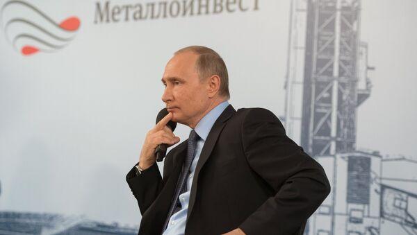 Predsednik Rusije Vladimir Putin tokom susreta sa radnicima Lebedinskog rudarsko-prerađivačkog kombinata u Belgorodskoj oblasti - Sputnik Srbija