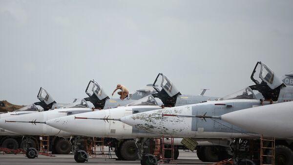 Ruski avioni Su-24 u avio-bazi Hmejmim u Siriji - Sputnik Srbija