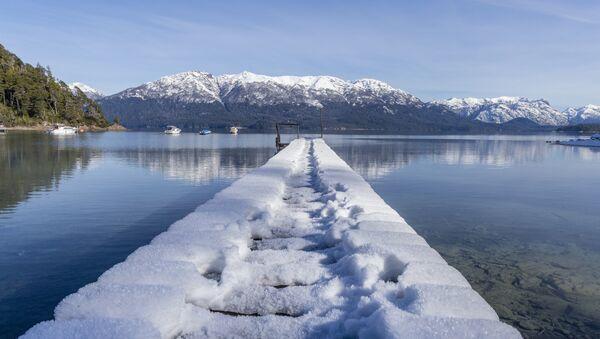 Sneg prekriva dok u Vilji la Angostura na jugu Argentine - Sputnik Srbija
