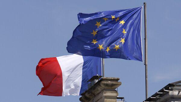 Заставе Француске и ЕУ на згради Министарства спољних послова Француске у Паризу - Sputnik Србија