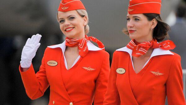 Stjuardese avio-kompanije Aeroflot na Međunarodnom avio-kosmičkom salonu MAKS 2017 u Žukovskom, u Rusiji. - Sputnik Srbija