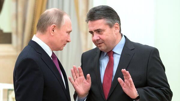 Руски председник Владимир Путин и немачки министар иностраних послова Зигмар Габријел - Sputnik Србија