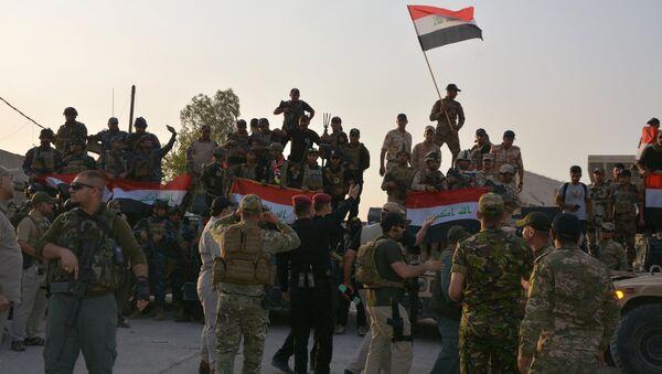 Ирачки војници прослављају победу над ДАЕШ-ом у Мосулу - Sputnik Србија
