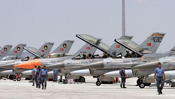 Turski avioni F-16 pripremaju se za poletanje na vojnoj vežbi Anadolijski orao u blizini grada Konija - Sputnik Srbija