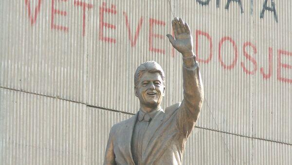 Spomenik Bila Klintona u Prištini - Sputnik Srbija