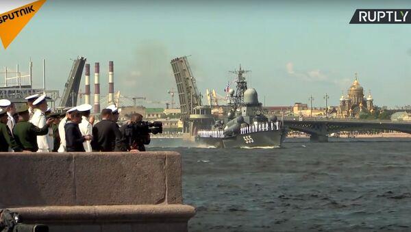 Мостови у Санкт Петербургу први пут подигнути током дана - Sputnik Србија