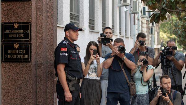 Policija ispred suda u Podgorici, pre ulaska Medojevića  u sud - Sputnik Srbija