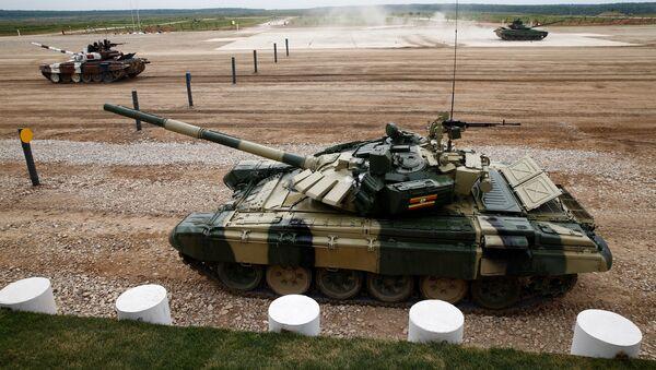 Тенкови Т-72 на тенковском бијатлону у оквиру Војних игара 2017. на полигону Алабино у Москви - Sputnik Србија
